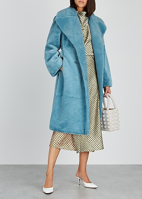 <span style='letter-spacing:0.09em;font-size:16px;font-weight:900;color:#000000;'>THE COAT</span>