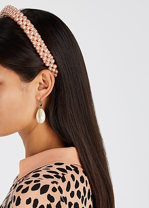 <span style='letter-spacing:0.09em;font-size:16px;font-weight:900;color:#000000;'>THE HAIR ACCESSORIES</span>
